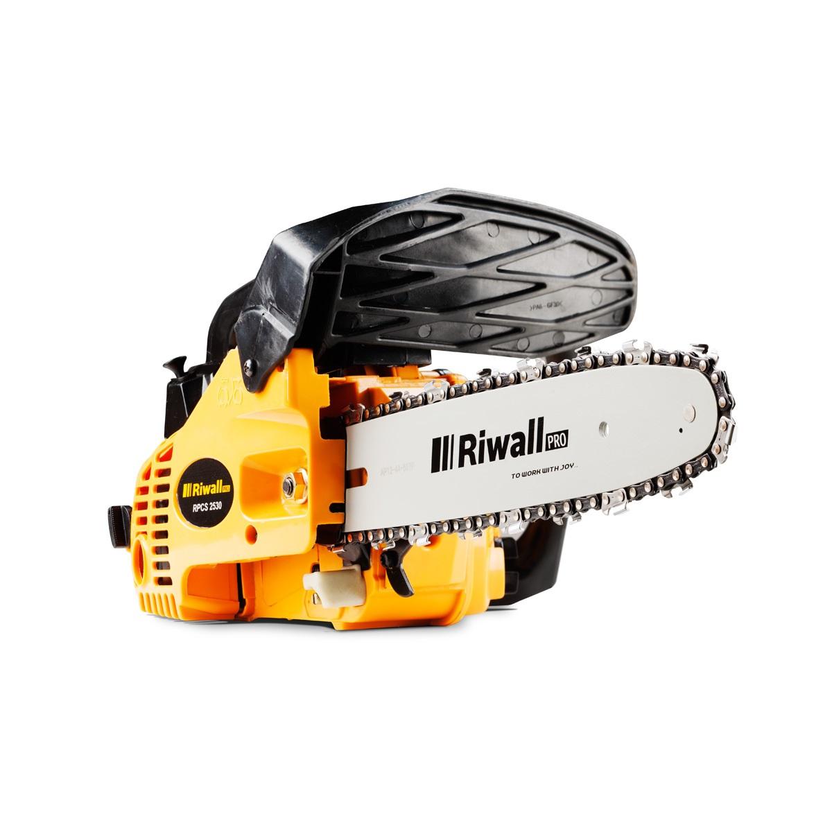 Řetězová vyvětvovací pila s benzinovým motorem Riwall PRO RPCS 2530