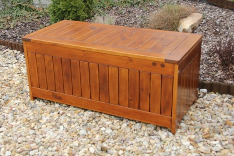 Zahradní dřevěná truhla na polstry s povrchovou úpravou